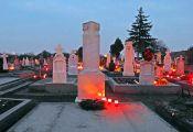 Zubetonierte Gräber deuten darauf hin, dass die Hinterbliebenen Billed verlassen haben