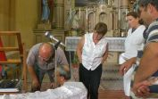 Helfer und Helfershelfer während der Reparatur-Montage im Hause Gottes