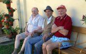 Die Senioren Josef Thöresz, Hans Mayer und Peter Trendler schauen lieber zu