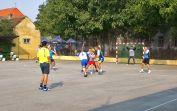 Es findet auf dem Handballplatz der alten Schule statt