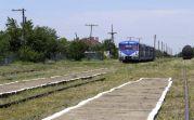 Blauer Pfeil nennen die Einheimischen das sich durch die Banater Heide schleichende Schienenfahrzeug humorvoll. Der Personen- und Warentransport findet heute hauptsächlich auf der Landstraße statt.