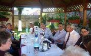 Bundesbeauftragter Koschyk in der Mitte, daneben rechts Peter-Dietmar Leber, Bundesgeschäftsführer der Landsmannschaft der Banater Schwaben und am Tischende Konsul Rolf Maruhn