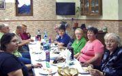 Die Familien Csonti, Just und Wagner im Speisesaal