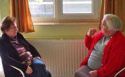 Elisabeth Martini und Barbara Schwarzmann, seit Jahren regelmäßig im Heimathaus auf Besuch