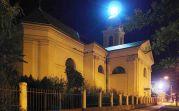 Aufnahme der Kirche in einer milden Oktobernacht