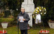 Werner Gilde während seiner Ansprache vor dem Billeder Denkmal