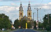 Die barocke doppeltürmige Pfarrkirche, das Wahrzeichen von Alexanderhausen