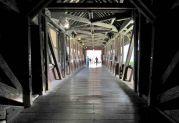 Die längste gedeckte Holzbrücke Europas (200m) verbindet die deutsche Stadt Bad Säckingen mit der Gemeinde Stein in der Schweiz