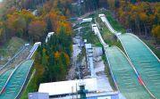 Viele Ski-Pisten, zum Teil noch im Bau, vermitteln Welt-Cup-Atmosphäre