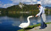 Eine Gruppe umwanderte den See, es kam zu spaßigen Begegnungen