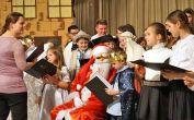 Der Weihnachtsmann singt mit