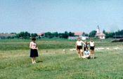 1965 auf der Hutweide, im Hintergrund Gebäude der LPG-Gärtnerei