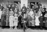 Der Jahrgang 1910 in der 4. Klasse im Jahr 1921