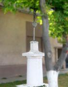 Das Kreuz in der Dorfmitte, vor dem Anwesen Tuttenuit (424)