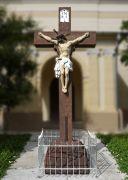 Das Kreuz vor der Kirche
